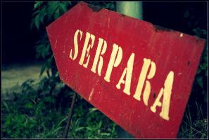 red sign at the entrance to La Serpara