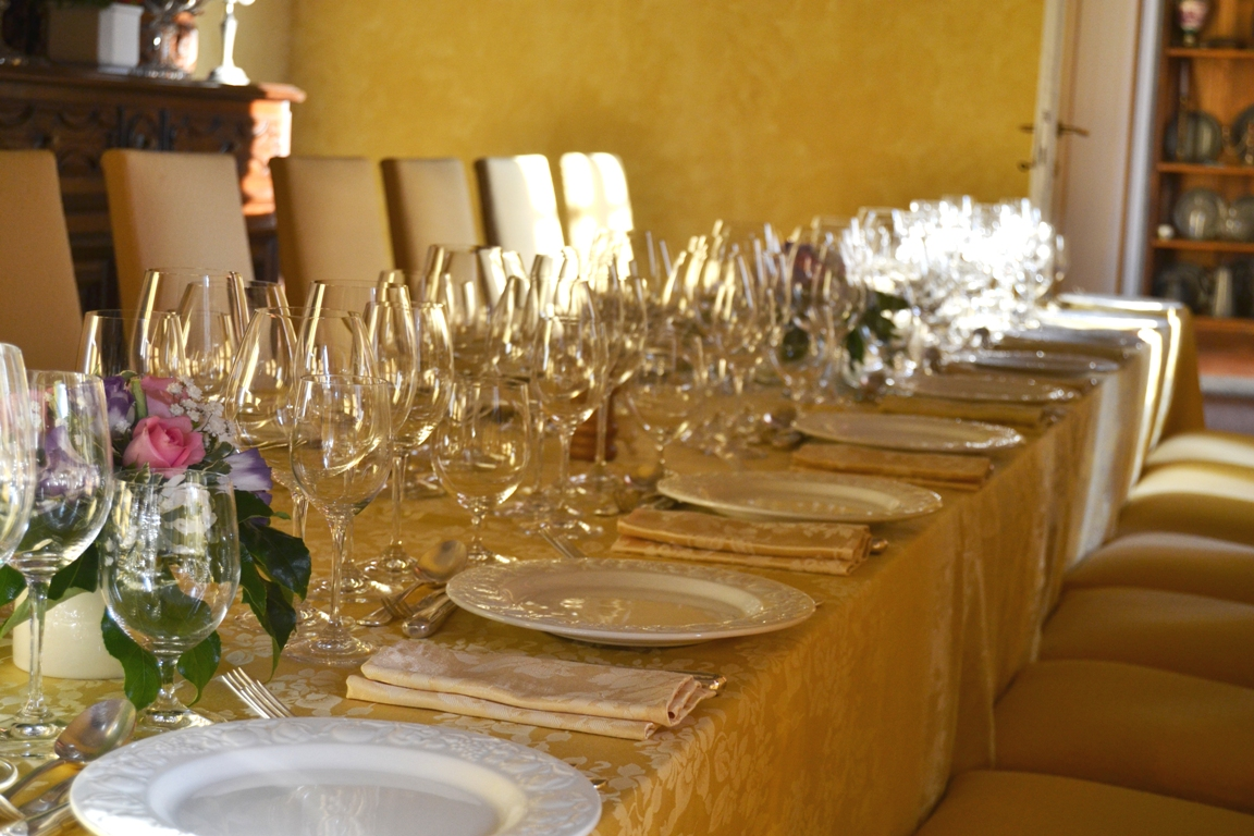 tables laid for an elegant wedding breakfast at La Tana dell'Istrice